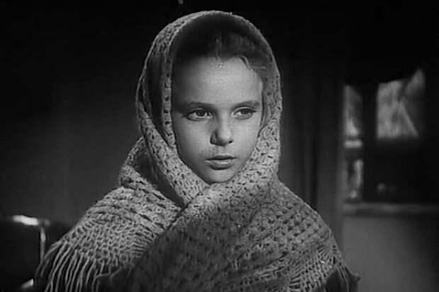 Нина Иванова в фильме *Жила-была девочка*, 1944 | Фото: kino-teatr.ru