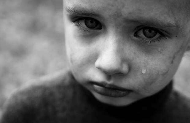 Картинки по запросу испуганный ребенок