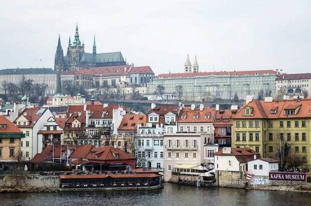 Объявленные персонами нон-грата российские дипломаты покинули Чехию