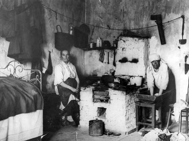 Теплая комната (с печкой). Фото: 1929 г. Источник: https://family.ru/