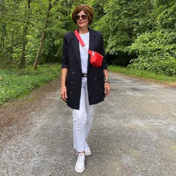 Летний гардероб 2021: 14 модных образов для женщин 50+