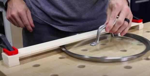 Гениальная и очень простая самоделка для хранения посуды на кухне