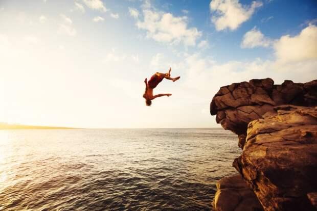 После прыжка со скалы в Ялте умер пляжник