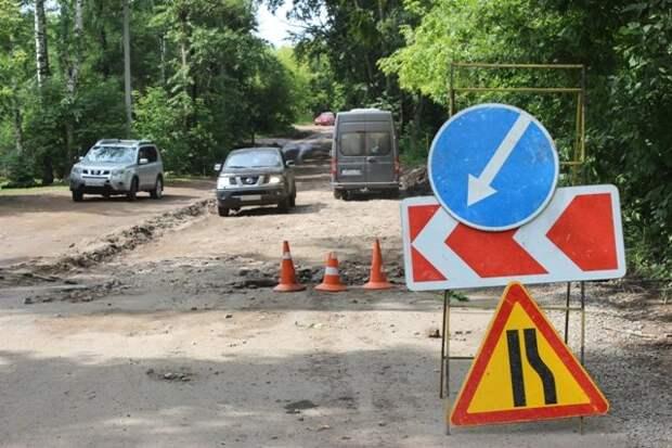 Построенную в 60-е годы дорогу на улице Кирзаводской в Ижевске начали ремонтировать