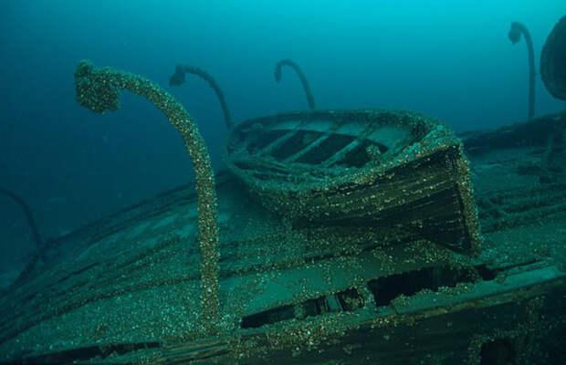 Спасательные шлюпки остались на судне.