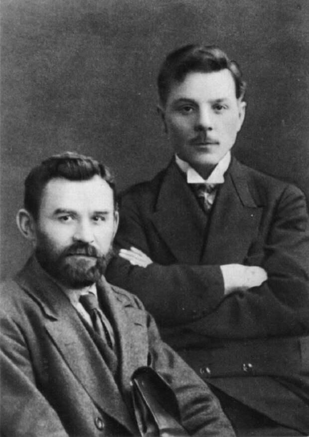 К. Е. Ворошилов и Г. И. Петровский. 1917 год.