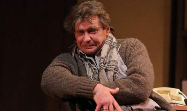 Александр Домогаров пожаловался на проблемы со спиной после спектакля