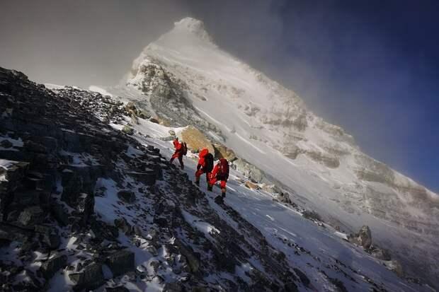 СМИ сообщили о пропаже трех россиян в Гималаях