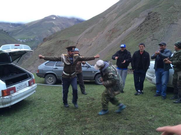 Осторожно Кавказ! Нам приходилось есть шашлык и танцевать лезгинку…