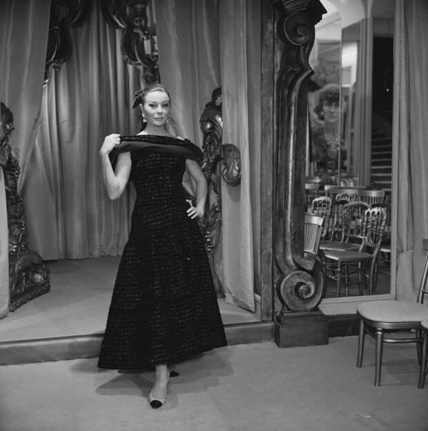 Модель Беттина Грациани в платье Chanel, 1967