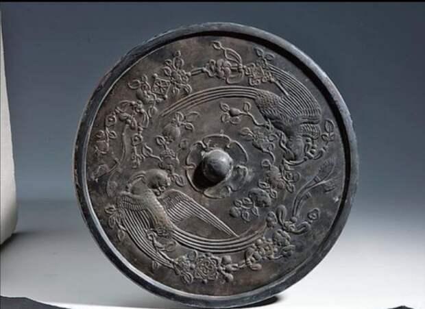 В Китае нашли погребальные бронзовые зеркала возрастом более 2000 лет
