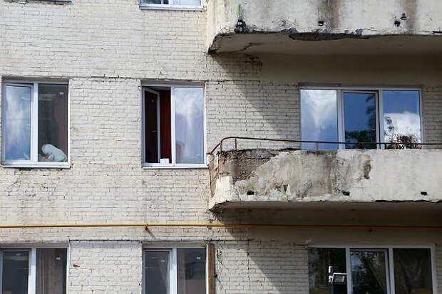 В Подольске соседи спасли повисшего на балконе ребенка