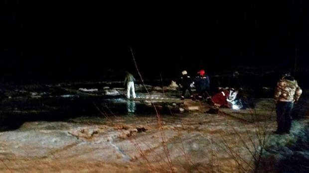 Водитель погиб, провалившись с машиной под лед в Иркутской области