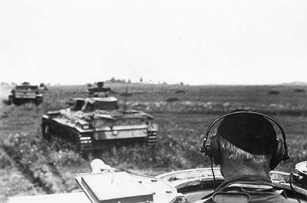 Колонна немецких танков подо Ржевом, 1942 г.