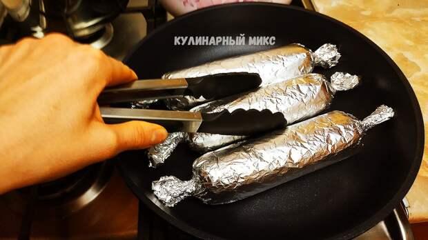 Просто заворачиваю фарш с любой начинкой в фольгу и готовлю на сковороде без масла за 20 минут