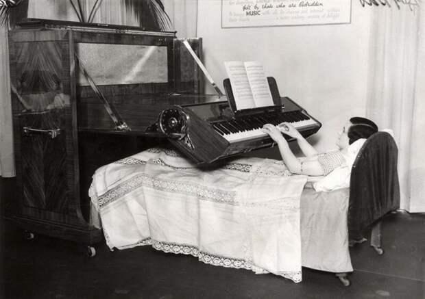 Фортепиано для людей, прикованных к постели. 1935 год. Великобритания. ретро фото, фотт, это интересно