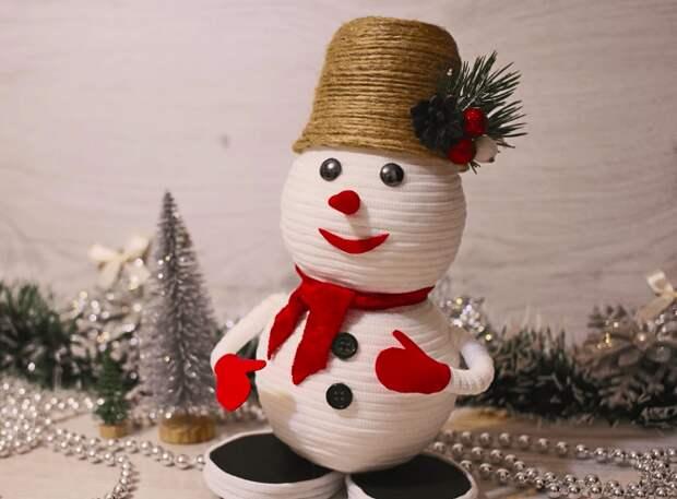 Такой зимний гость в любом доме создаст атмосферу сказки. Сделайте его своими руками