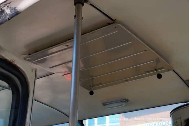 Одна из особенностей кузова, видных снаружи — крышные люки нестандартной конструкции, обеспечивающие большую защиту салона от пыли ЛАЗ, авто, автобус, автомир, гагарин, космодром, лаз-695б, юрий гагарин