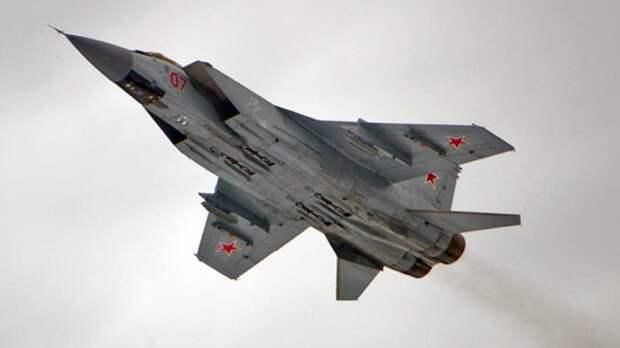 Российские истребители МиГ-31БМ отработали ракетные стрельбы над Тихим океаном