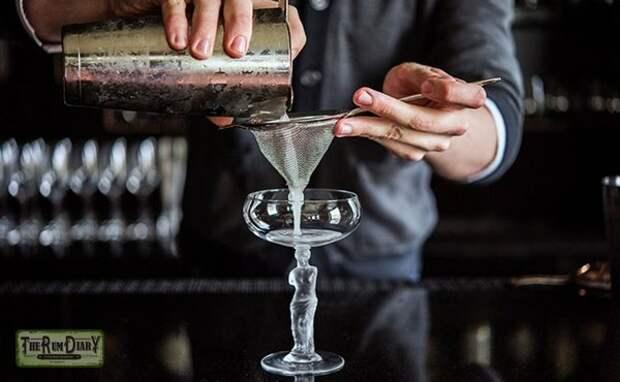 Приготовления коктейля Белая леди