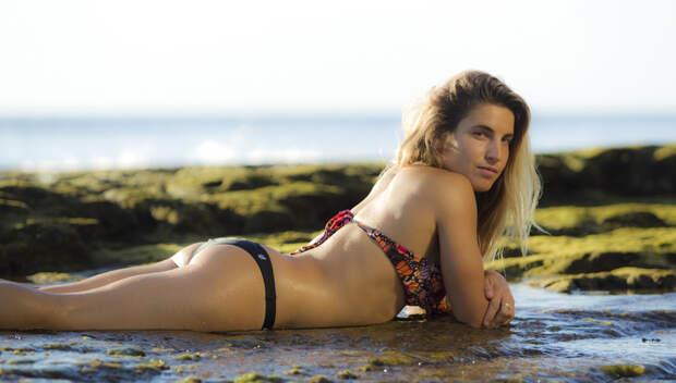 10 самых  горячих девушек из мира серфинга