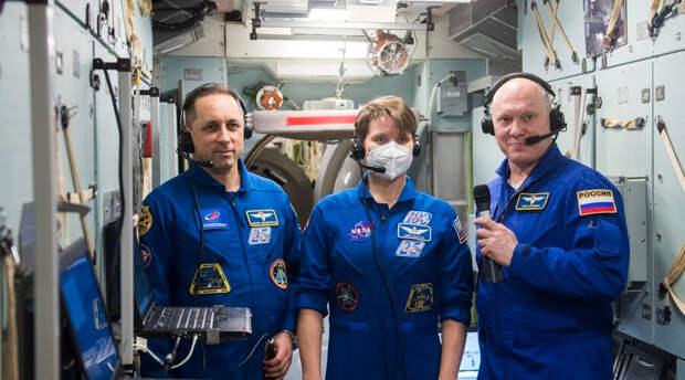 До США и Европы далеко: раскрыт новый уровень ошеломляющих зарплат российских  космонавтов