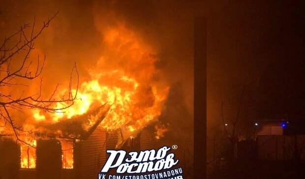 Больше полусотни пожарных тушили частный сектор вРостове вночь навоскресенье