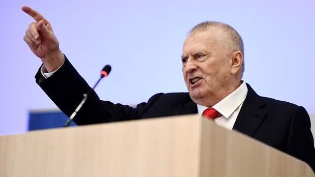 Жириновский призвал невыпускать россиян вЕвропу летом: «Нивкоем случае!»