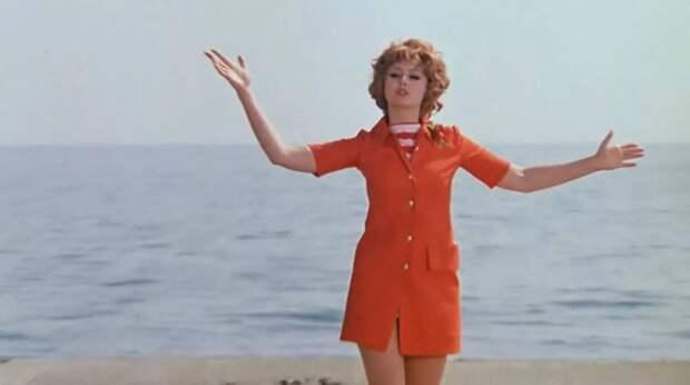 Икона стиля советского кино Наталья Селезнёва.