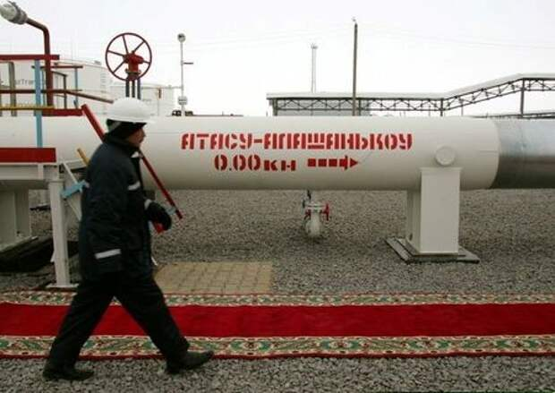 A Kazakh oil worker walks along a newly-opened oil pipeline at a railway station Atasu December 15, 2005. The 1,000km-long (620 miles) oil pipeline, linking Atasu in central Kazakhstan to Alashenkou in western China without crossing Russian territory, is the first major oil export pipeline from the ex-Soviet state to energy hungry China.