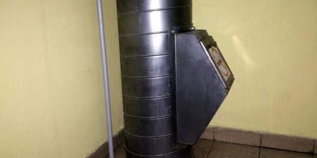 В подъезде дома на Гончарова устранили засор в мусоропроводе
