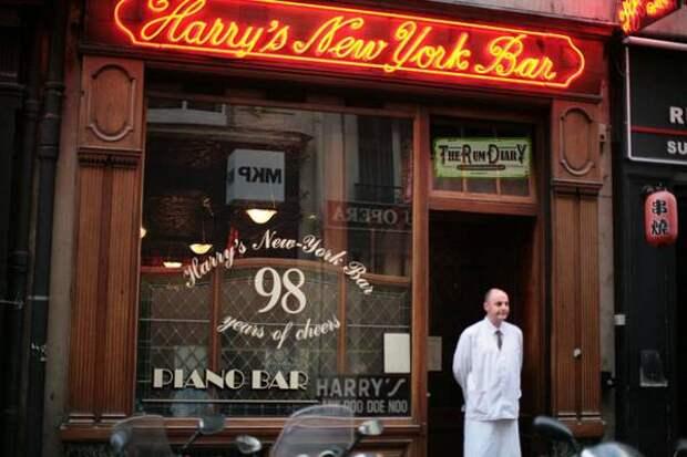 В этом баре была придумана современная версия коктейля Белая леди
