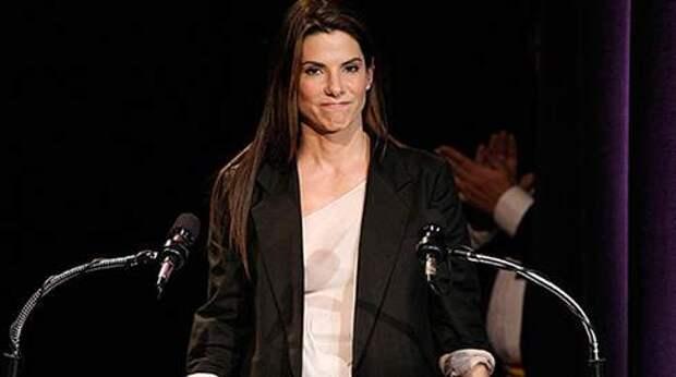 Sandra-Bullock-At-The-Razzies-4.jpgc