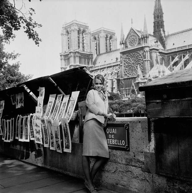 Прогулка по Парижу начала 60-ых с Джейн Фондой.