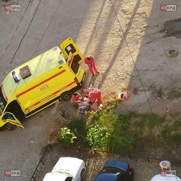 В Краснодаре мужчина напал на таксиста с ножом