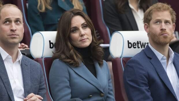 Кейт Миддлтон надела на похороны принца Филиппа колье Елизаветы II