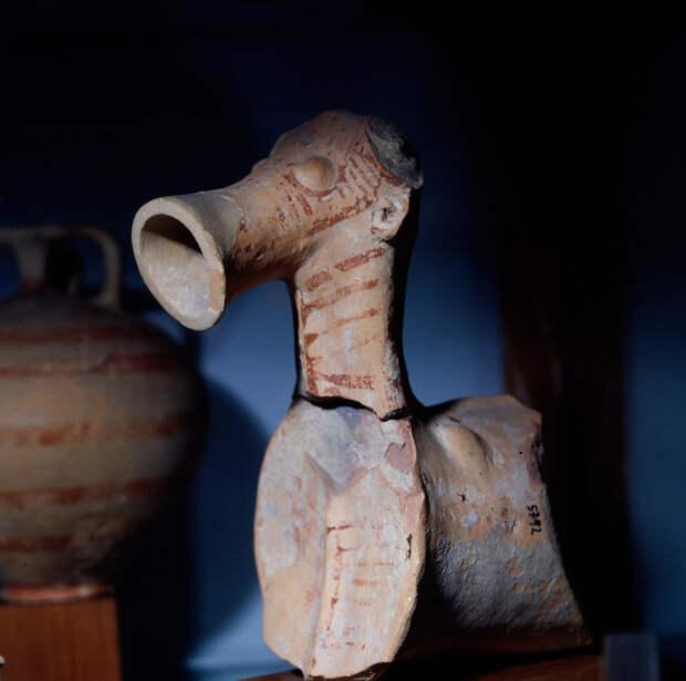 Широкий воронкообразный сосуд для питья из Филакопи на Милосе.