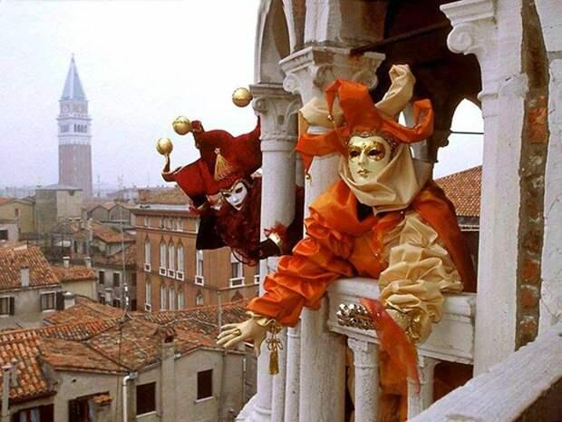 Классика маскарада - венецианский карнавал.