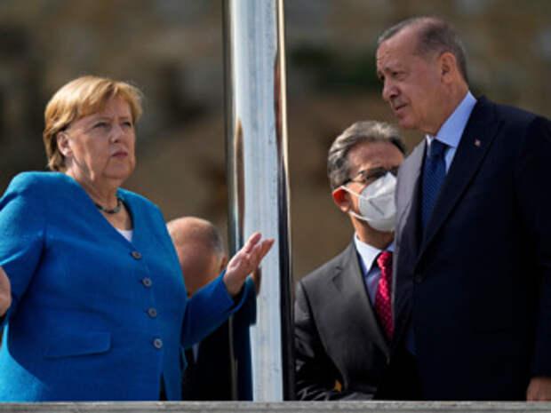 """Меркель и Эрдоган поспорили, но сошлись на том, что """"такова жизнь"""""""