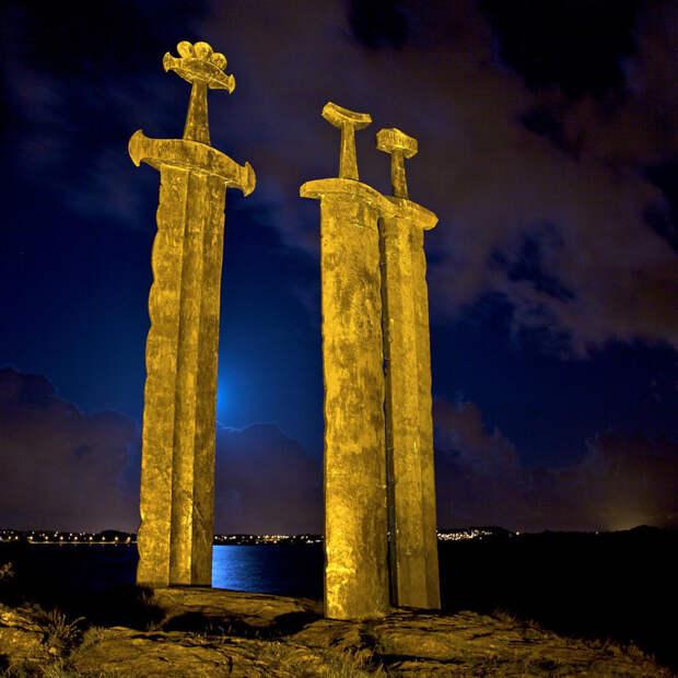 Монумент «Sverd i fjell» в Норвегии представляет собой три гигантских меча интераесное, факты, фото