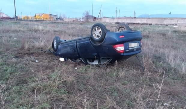 «Lada» вНовоорском районе врезалась вопору ЛЭП иулетела вкювет