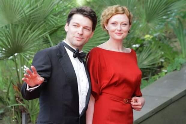 Актер с женой, актрисой Марией Леоновой | Фото: 24smi.org