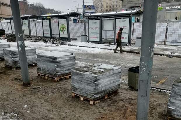 У метро «Щукинская» установили новые остановочные павильоны