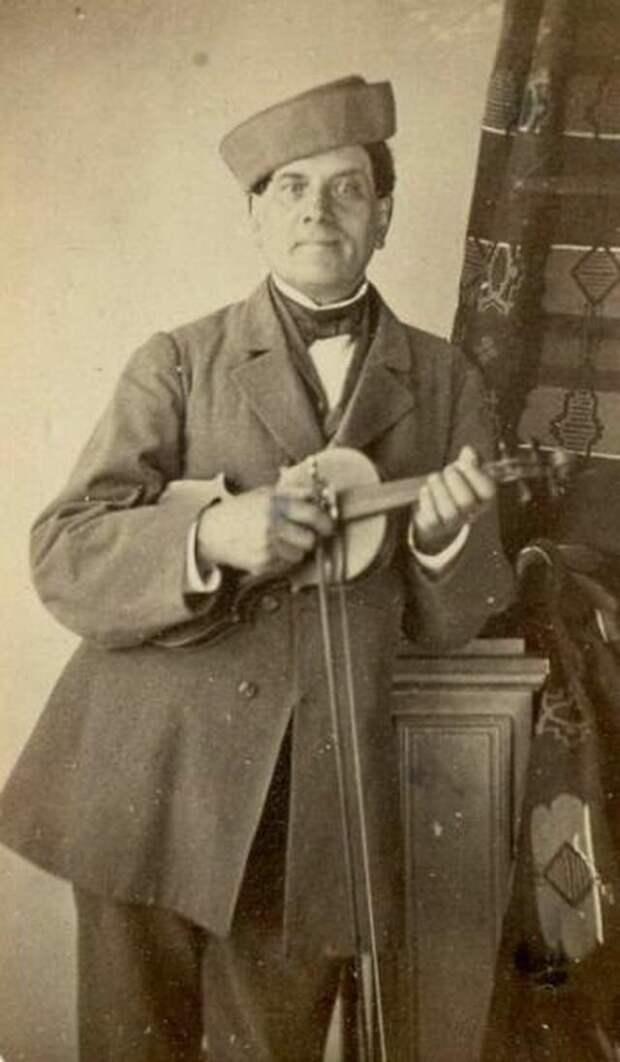 Портрет мужчины со скрипкой (1850 — 1869) дореволюционные снимки, интересно, кадр, россия, факты, фото