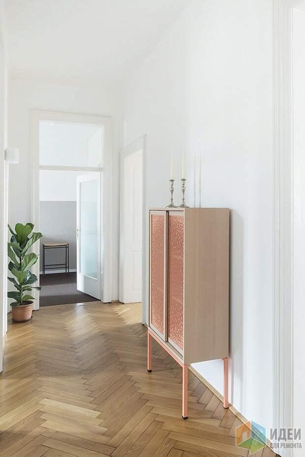 Шкаф с ажурными фасадами