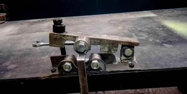 Самодельный настольный станок с роликами — для гибки металла