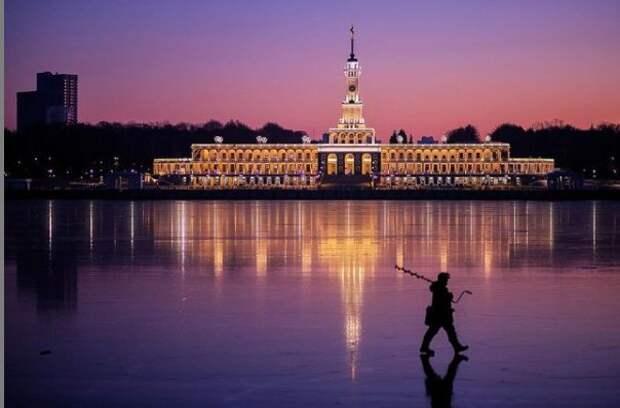 Снимок подледного рыбака на Северном речном вокзале поборется за место в конкурсе «Планета Москва»