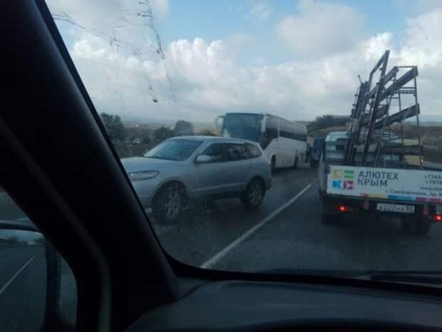 Массовое ДТП в Крыму: шесть автомобилей столкнулись в «заколдованном» месте (ФОТО, ВИДЕО)