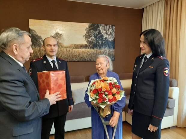 Руководство УВД Северного округа столицы поздравило ветерана органов внутренних дел с 90-летием