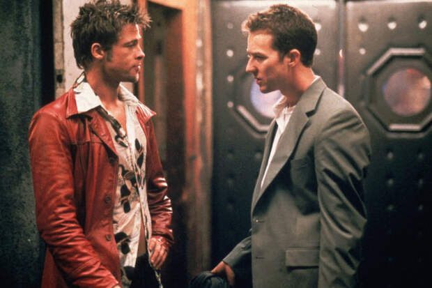 «Змеиный» пиджак и розовый леопард: безумная мода из фильмов 90-х